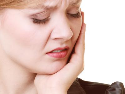 Ohrenschmerzen – Ursachen: Krankheiten im Bereich von Kiefer, Gesicht und Hals