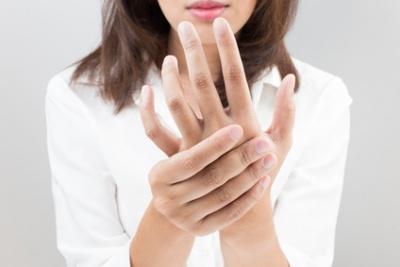 finger eingeklemmt wann zum arzt